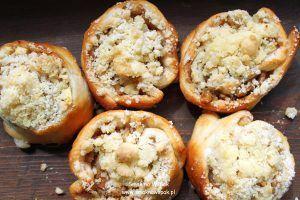 Drożdżowe ślimaki z jabłkami i kruszonką.