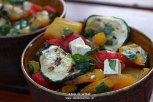 Sałatka z grillowanych warzyw.