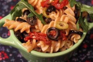 Makaron pełnoziarnisty z suszonymi pomidorami