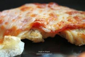 Indyk pieczony z kozim serem i kindziukiem.