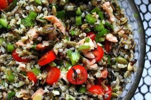 Sałatka z ryżu, łososia i cukinii (na ciepło i na zimno).