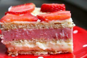 Ciasto truskawkowe bez pieczenia.