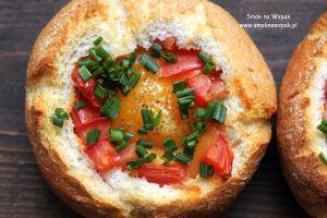 Pomysł na śniadanie - jajko zapiekane w bułce.